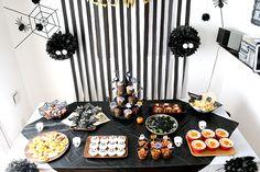 まっくろくろすけがいっぱい!モノトーンのおしゃれ可愛いハロウィンパーティー演出   Happy Birthday Project - Part 2 Halloween, Cake, Happy, Desserts, Food, Tailgate Desserts, Pie, Kuchen, Dessert