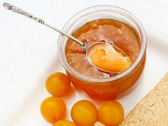 Mirabelle jam – the classic basic recipe and fine variants - Gelee Ideen Healthy Eating Tips, Healthy Nutrition, Food Menu, A Food, Yummy Treats, Yummy Food, Kneading Dough, Vegetable Drinks, Dessert Drinks