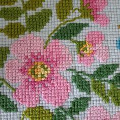 Cross Stitch Cushion, Tiny Cross Stitch, Free Cross Stitch Charts, Cross Stitch Quotes, Simple Cross Stitch, Cross Stitch Borders, Modern Cross Stitch, Cross Stitch Flowers, Cross Stitch Designs