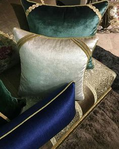 luxury design design fashion design bedroom design hotel paris design architecture design yachts of luxury design design websites Glam Pillows, Diy Pillows, Cushions On Sofa, Decorative Pillows, Bed Linen Inspiration, Design Suites, Bed Design, Design Bedroom, Round Pillow