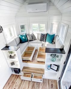 tiny house ideas / tiny house & tiny house design & tiny house plans & tiny house living & tiny house ideas & tiny house interior & tiny house bathroom & tiny house on wheels Modern Tiny House, Tiny House Cabin, Tiny House Living, Tiny House Plans, Tiny House Design, Small House Interior Design, Tiny Homes Interior, Tiny House Trailer Plans, Two Bedroom Tiny House