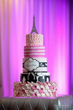 Featured Photographer: Dominoarts Photography; Glamorous Wedding Cakes from Elegant Temptations. To see more: http://www.modwedding.com/2014/04/23/glamorous-wedding-cakes-inspiration/  #wedding #wedding #reception #cake Featured Photographer: Dominoarts Photography