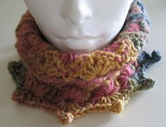 Really awesome Hexagon Cowl in crochet. Another pattern for me to aspire to, once I have a bit more experience!