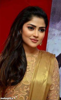 Cute Beauty, Beauty Full Girl, Zarine Khan Hot, Computer Basics, Cute Faces, Girl Face, Actress Photos, Indian Beauty, Saree