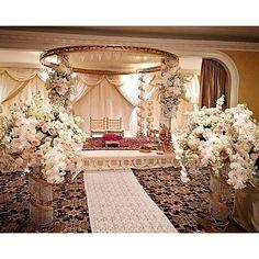 An unforgettable romantic wedding by @bellabloomsfloral. #weddinginspiration #luxuryreception #luxurydesign#bridetobe #gettingmarried #floral #floraldesign #weddingflowers #luxurywedding #weddingideas #futuremrs #engaged #amazing #wedding #amazing #roman