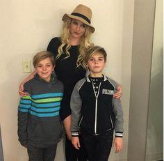 Britney le organiza fiesta de Pokémon a sus hijos