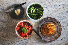 happyfoodstories: Ovnsbakt blomkål m. fresh tomatsalat & hvitløksbønner