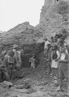 1894 - El momento del hallazgo de la estatua de Antinoo en Delfos