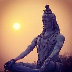 May there be light and happiness in your life from this day on. Shiva Linga, Mahakal Shiva, Shiva Art, Lord Shiva Hd Wallpaper, Lord Krishna Wallpapers, Shivratri Pics, Happy Maha Shivaratri, Shiva Meditation, Shivaji Maharaj Hd Wallpaper