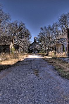 If you're a fan of films, you can take a drive to the fictional town of Spectre from Tim Burton's film, Big Fish. This fictional town is an abandoned film set that's situated on a private island along the banks of the Alabama River. Old Buildings, Abandoned Buildings, Abandoned Places, Abandoned Film, Abandoned Mansions, Haunted Places, Filming Locations, Ghost Towns, Day Trips