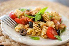 Comer pasta ya no es un pecado Ahora preparar una rica pasta baja en calorías, es posible. Si lo que usted quiere es darse un gusto sin abandonar la dieta