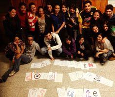 """Grupo de alumn@s de la URL que hicieron la campaña """"El Chapín donde quiera es Guate"""""""