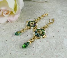 Woven Dangle Earrings Emerald Crystal от IndulgedGirl на Etsy
