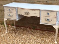Liza from Bluebell Klein Interiors created this gorgeous Shabby Chic dressing table using our mouldings! You can find our mouldings & Appliques here: www.chicmouldings.com You can also find Liza's Facebook page here: https://www.facebook.com/Bluebellandklein