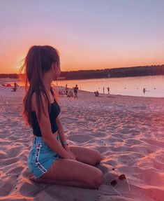 catching sunsets with you - Fotos - Beach Beach Photography Poses, Art Photography, Summer Photography Instagram, Photography Backdrops, Photography Portfolio, Landscape Photography, Beach Photography Friends, Photography Colleges, Photography Business