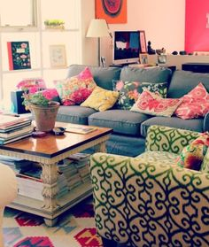 Eclectic Living Room Colors...LOVE IT.