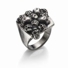 http://www.moninigioiellishop.it/buy/anello_177.html Anello con insieme di teschi e diamanti neri