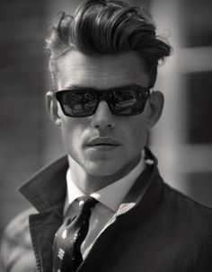 Haircuts for men are important nowadays if you want to look professional and at the same time well-groomed at work as well as at school. A lot of people believed that the trend for 2016 haircuts for men will be… Pompadour Hairstyle, Undercut Pompadour, Modern Pompadour, Top Hairstyles For Men, Haircuts For Men, Haircut Men, Fashion Hairstyles, Greaser Hairstyles, Man Style