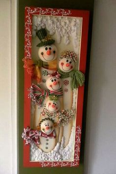 Leslie Maria Castro Palacio's media content and analytics Christmas Clay, Christmas Projects, Handmade Christmas, Outdoor Christmas Decorations, Christmas Themes, Decor Crafts, Diy And Crafts, Snowman Faces, Xmas Ornaments