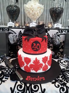 Cake at a Black and white 40th birthday party #40th #partycake