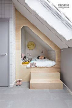 They sleep very primitively in a box bed. A box bed allows you Room Interior, Interior Design Living Room, Kids Bedroom, Bedroom Decor, Bedroom Small, Bedroom Ideas, Attic Bedroom Designs, Bedroom Nook, Bedroom Ceiling