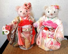 Kimono Bears! I made the right kimono with an old frisode, and the left one with new kimono cloth. Both are 100% silk.  【Rose&Strawberry              トールペイントとテディベアのお話】