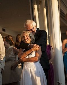 Couple find each other on Facebook and marry – 35 years after they first met ^^