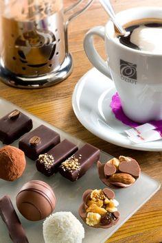 Saveurs de CHOCOLATS FINS révélées par un Expresso ou Cappuccino... HMMM... Délicieux...
