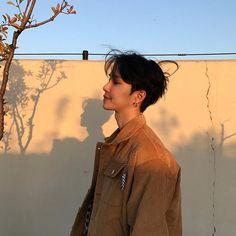 why haven't I posted a guy here yet? Korean Boys Ulzzang, Cute Korean Boys, Ulzzang Boy, Korean Men, Cute Asian Guys, Asian Boys, Cute Guys, Kihyun, Beautiful Boys