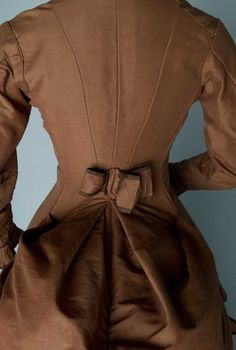 1880's brown wool/silk and taffeta, back detail(i'd love to try the deer and doe pavot jacket with a back detail like this!