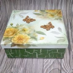 Napkin Decoupage, Decoupage Vintage, Decoupage Paper, Diy Wood Projects, Wood Crafts, Diy And Crafts, Jewelry Box Makeover, Ceramic Boxes, Altered Boxes