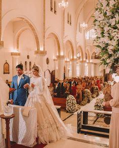 Casamento religioso Thássia Naves e Artur Attie Wedding Poses, Wedding Attire, Peru Wedding, Tulle Wedding Decorations, Catholic Marriage, Fishing Wedding, Religious Wedding, Bridal Dresses, Marie