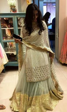 Just not a fan of the net fabric. Indian Gowns Dresses, Indian Fashion Dresses, Pakistani Bridal Dresses, Dress Indian Style, Pakistani Dress Design, Pakistani Outfits, Indian Outfits, Bridal Lehenga, Red Lehenga