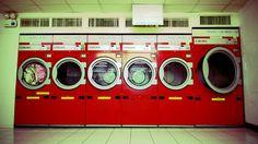 Lavatrice: come risparmiare energia...Ecologia e pulizia possono andare d'accordo, come nel caso della lavatrice: la lavatrice è un elettrodomestico molto utile e può essere anche utile per risparmiare acqua ed energia ogni giorno in casa, facendoci risparmiare e aiutandoci ad aiutare l'ambiente.  La lavatrice potenzialmente ci aiuta a risparmiare moltissima acqua rispetto al lavaggio a mano, ma se usata male può invece essere uno strumento per disperdere troppa energia, ecco perché è molto…