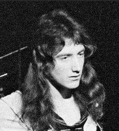 A beautiful man. Brian May, John Deacon, Clap Clap, Perfect Music, Roger Taylor, Queen Photos, Dairy Queen, Queen Freddie Mercury, Queen Band