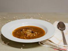 Hustá fazolová polévka krásně zahřeje a pokud ji budete servírovat s pečivem, může nahradit i teplé jídlo k večeři. Nezapomeňte fazolky namočit přes noc, zkrátíte tím výrazně dobu vaření. Ethnic Recipes
