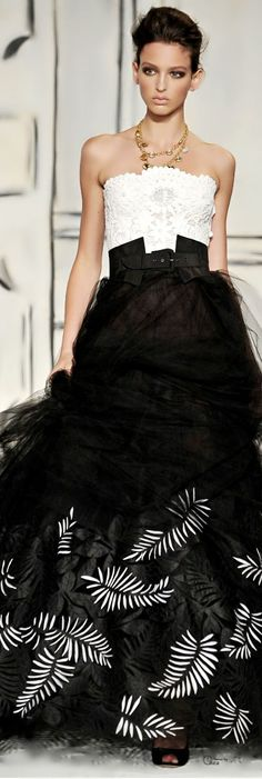 Inauguration Ball Gowns: Oscar de la Renta Pushes For Edgier Designs For Hillary…