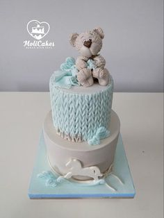 A 2 tier Christening cake, the sides decorated to look like knitting and topped with a fondant bear Cute Cakes, Pretty Cakes, Beautiful Cakes, Baby Boy Cakes, Cakes For Boys, Babyshower Cake Boy, Fondant Cakes, Cupcake Cakes, Christening Cake Boy