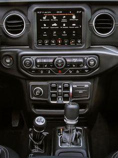 Das neue Modell markiert die Rückkehr der Marke in das Pickup-Segment und kommt zu den Feierlichkeiten des 80-jährigen Jubiläums von Jeep® zu den europäischen Händlern. Jeep Gladiator, Gallery, Car, Celebrations, Scale Model, Automobile, Roof Rack, Autos, Cars