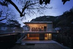 TEZUKA ARCHITECTS.  House to Catch the Mountain.