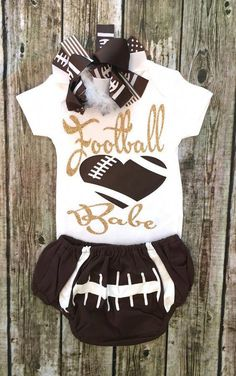Sewing Baby Girl Football Babe Onesie Baby Girl Football Onesie - BellaPiccoli - Our onesies are a huge hit! Baby Football Outfit, Football Onesie, Football Girls, Toddler Fashion, Kids Fashion, Fashion Clothes, Babies Fashion, Mommy Fashion, Fashion Outfits