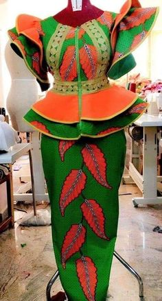 ankara mode Every week we are updating this page with the latest Ankara styles available. Best African Dresses, African Lace Styles, Latest African Fashion Dresses, African Print Dresses, African Print Fashion, African Attire, African Skirt, Ankara Rock, Ankara Stil