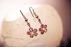Wire Art Jewellery: Delicate copper wire flower earrings by Sarah Jansma