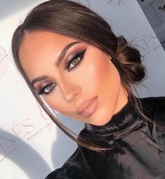 Makeup Looks For Green Eyes, Prom Makeup Looks, Glam Makeup Look, Glamour Makeup, Pretty Makeup, Makeup For Party, Simple Prom Makeup, Classic Makeup Looks, Mac Makeup Looks