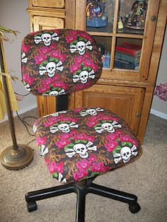 Office Chair Makeover  http://talentedterracegirls.blogspot.com/2012/02/diy-thursday-recovered-office-chair.html