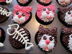 Kitty Cat Cupcakes minus fish bones and different color? Cupcakes Design, Dog Cupcakes, Baking Cupcakes, Cupcake Cakes, Cat Cakes, Cake Pops, Cat Themed Parties, Cupcake Day, Cupcake Pictures