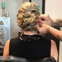 50 Glam Updo Styles For Wedding! Do you wanna see more fab hairstyle ideas and tips for your wedding? Then, just visit our web site babe! Long Hair Wedding Styles, Wedding Hairstyles For Long Hair, Vintage Hairstyles, Up Hairstyles, Braided Hairstyles, Hairstyle Ideas, Peinado Updo, Long Hair Waves, Vintage Wedding Hair