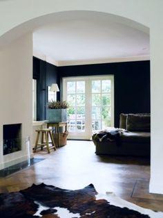 Inrichting klassieke villa door Mymoodz vind de halve koepel erg mooi de kleuren en het raam verder ook rustig ingericht
