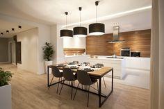 U was kolory czy klasyczna biel i drewno? W tej realizacji postawiliśmy na drugą opcję...Co sądzicie? #projektowaniewnętrz #wykończeniewnętrz #aranżacjawnętrz http://www.mamkuchnie.pl/…/10_pomyslow_na_kolor_w_kuchni,45…