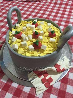 Bir tencere makarna pasta